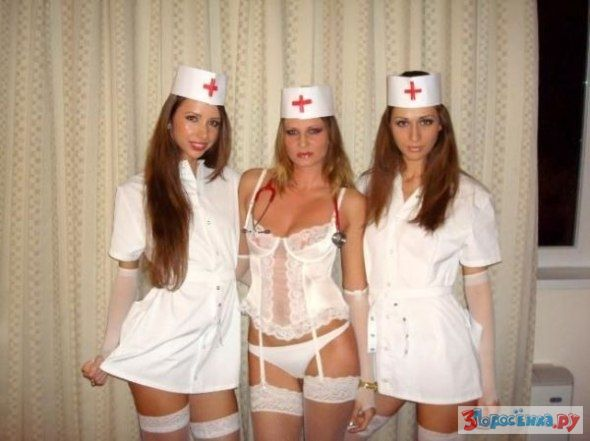 Медсестра подрочила бабе в туалете, а доктор выебал в