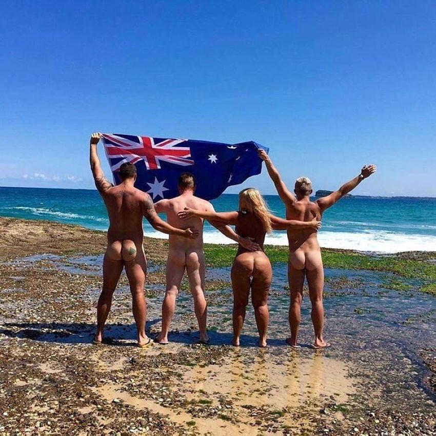 Австралии нудисты