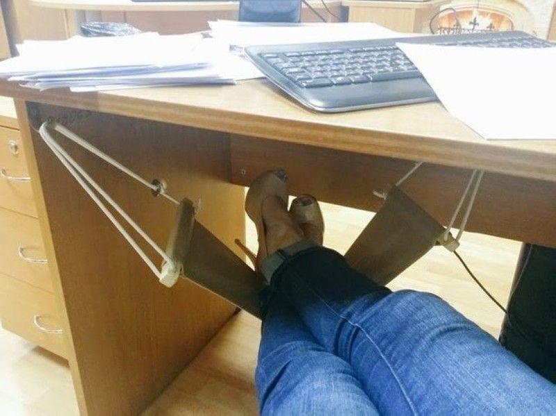 Под столом фото 48503 фотография