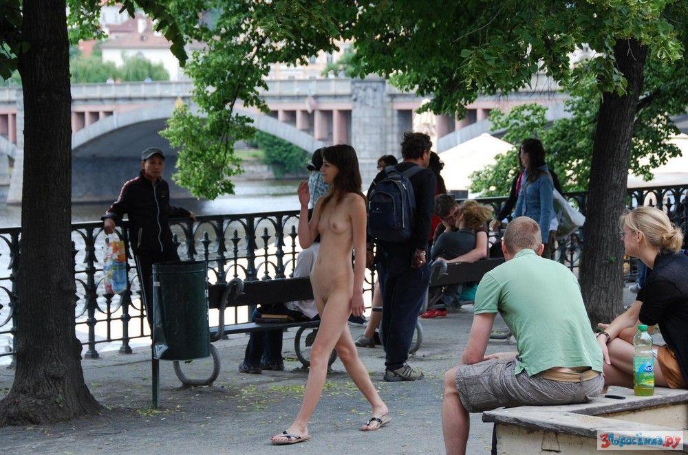 Девушки голышом в общественных местах, драбинова порно фото