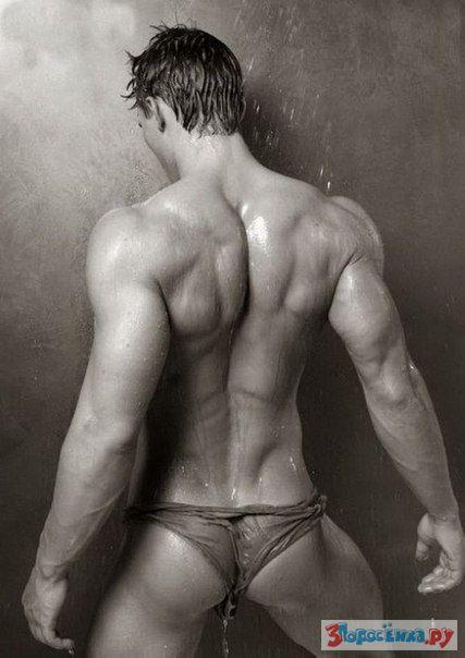 голый красивый мускулистый мужчина фото