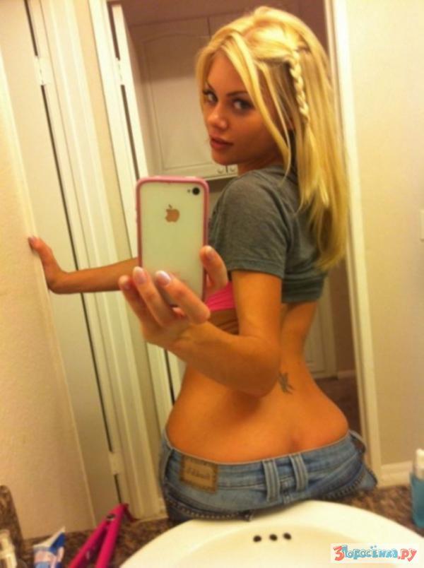 Худая блондинка показывает себя голой  640377