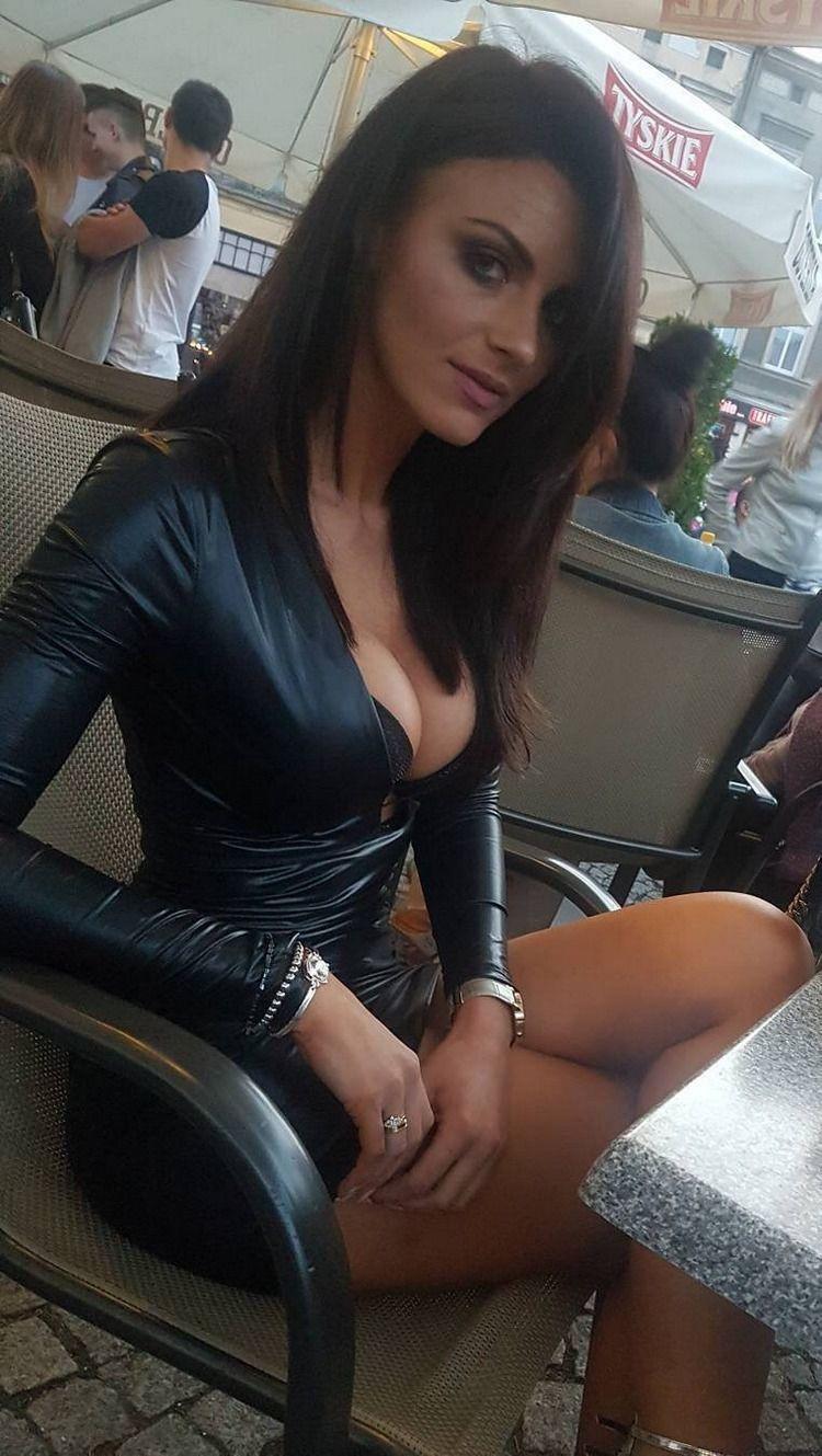 андреевич пытается девушки в обтягивающих платьях сосет ганг банг время