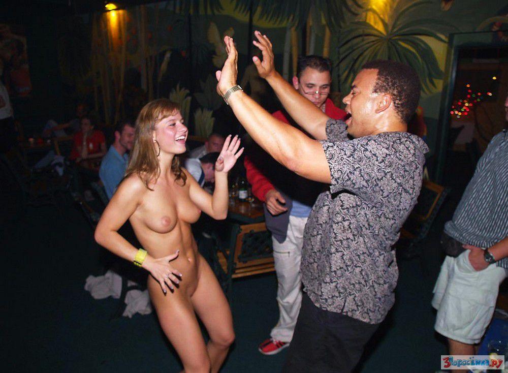 Раздевается голая танцует клуб видео — img 6