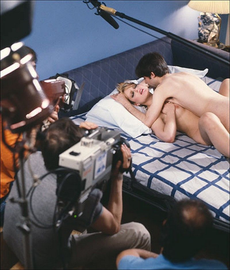 Показывает попку съемки откровенного порно муж