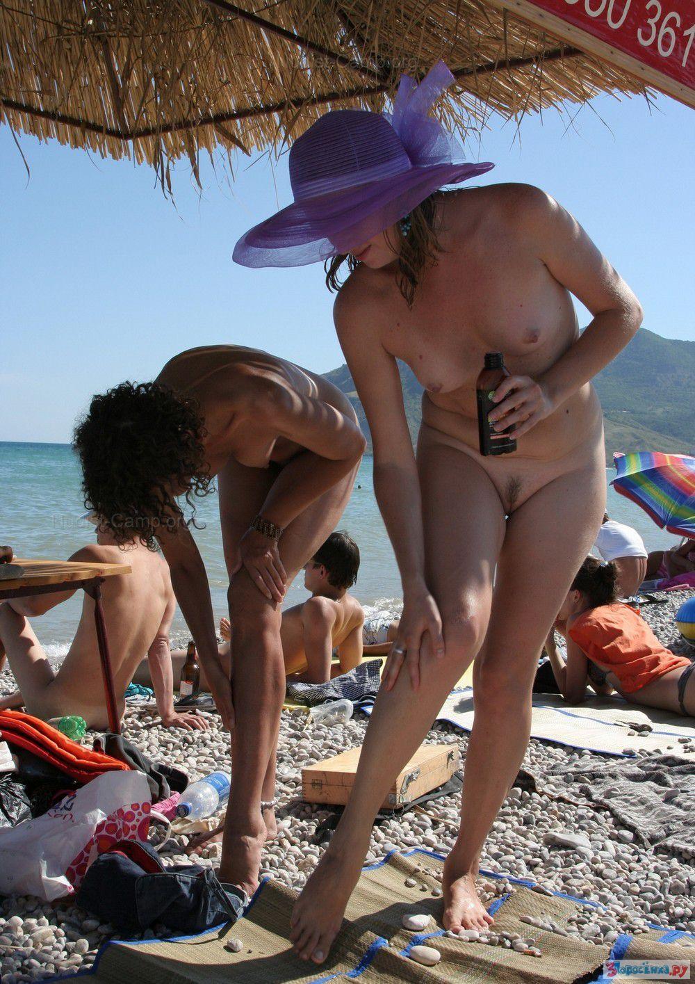 на онлайн отдыхают смотреть нудиском как пляже